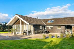 Uitgestrekt vakantiehuis in Væggerløse met indoor bubbelbad