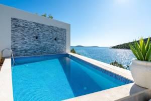 Villa Sine On The Beach In Vinisce
