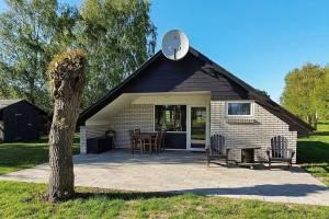 Rustig vakantiehuis in Rødby met een tuin